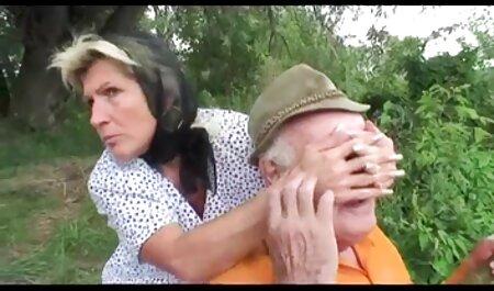 Fette Blondine deutsche sexmovies gibt coolen Tittenjob